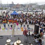 Centenares de personas marchan para concienciar sobre los refugiados