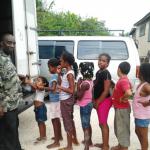 REMAR ONG sale a las calles de Belice a repartir ayuda y esperanzas a los niños.