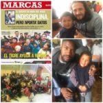 Los jugadores del Club Strongest de Bolivia nos ayudan con los niños.